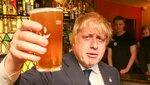 boris-johnson-trinkt-2016-bier-in-einem-pub.jpg